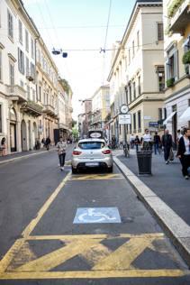 Ferrari nel posto disabili l uomo dell abuso case in for Sedia a rotelle ferrari