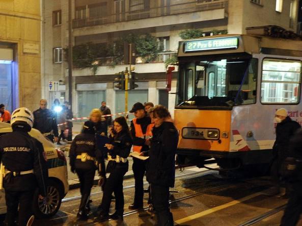 Milano, armato di pistola sul tram minaccia passeggeri: ma è una scacciacani
