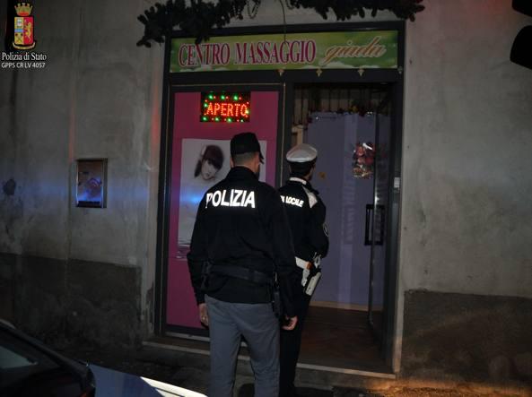 Prostituzione, a Cremona la Polizia chiude tutti i centri massaggi cinesi