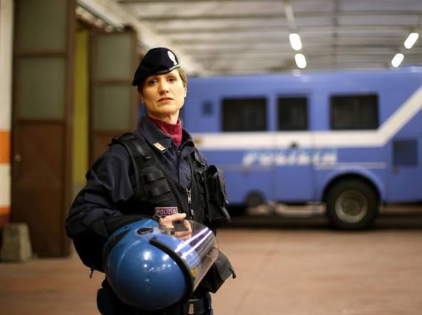 Arrivano donne in reparti mobili polizia