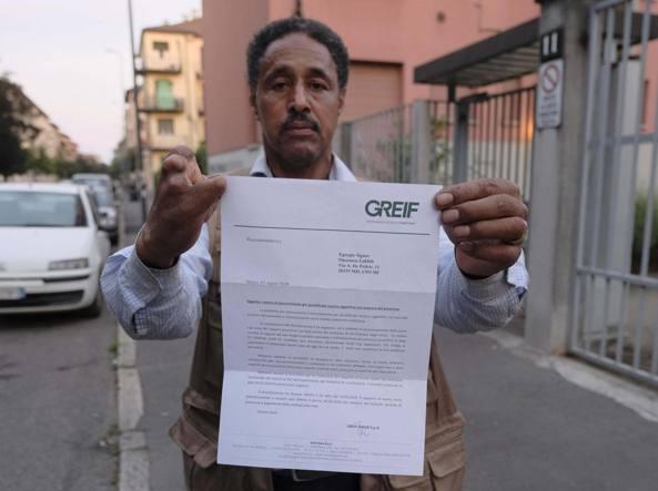 Milano: dopo 30 anni di lavoro licenziato per una macchina