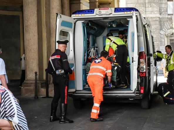 Scivola e precipita per cinque metri, incidente a Palazzo Reale