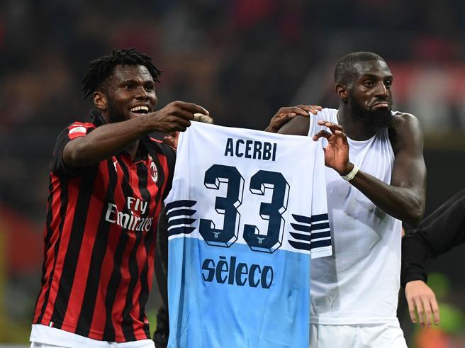 Milan-Lazio, cori razzisti dei tifosi biancocelesti verso Bakayoko all'ingresso di San Siro