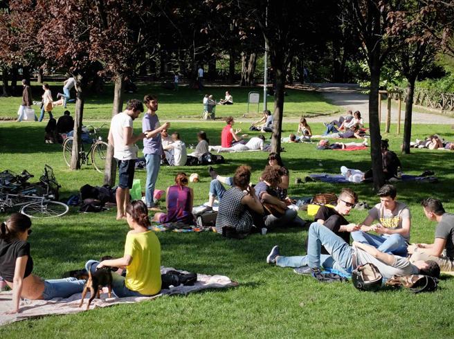 La festa della Curva Nord dell'Inter Comune No ai Giardini Montanelli
