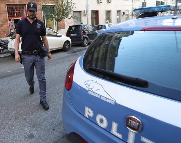 Rapina in banca a Milano: clienti e dipendenti ostaggi per 50 minuti