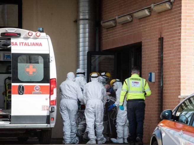Coronavirus, in Lombardia selezione malati per TI? Gallera smentisce