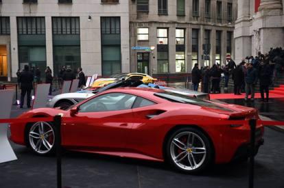 929857a3fe La Ferrari debutta in Piazza AffariRenzi: «Finalmente l'Italia c'è ...