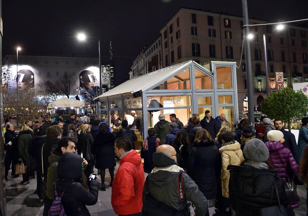 Milano vivere sotto una casa di vetro for Casa corriere