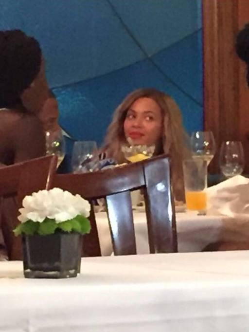 Beyoncé A Milano Cena Di Pesce Con Il Marito Lattesa Dei Fan A