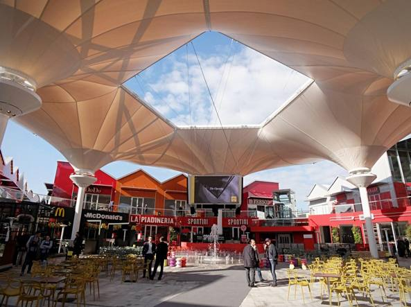 Scalo milano a locate triulzi il pi grande design for Design outlet milano