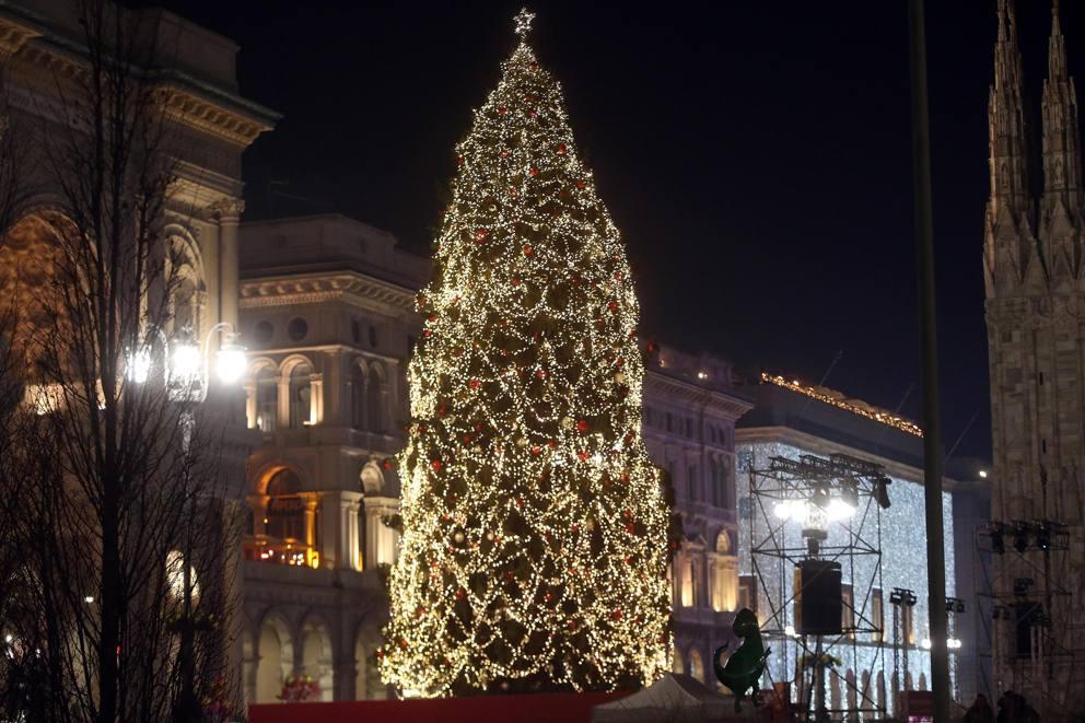 Milano Decorazioni Natalizie.Natale Le Piu Belle Decorazioni Da Milano A Londra Fino A