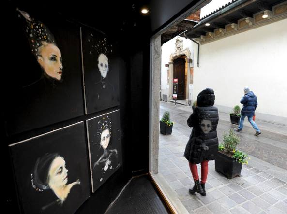 Settanta artisti in due metri quadrati A Monza il Micro Museo dei ...