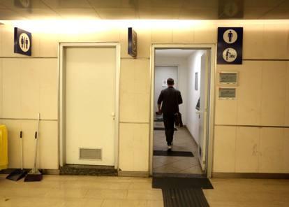 Viaggio tra i bagni pubblici di Milano: sono pochi, gratuiti e molto ...