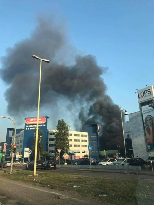 Trezzano sul Naviglio, fiamme in una ex fabbrica: rischio amianto ...