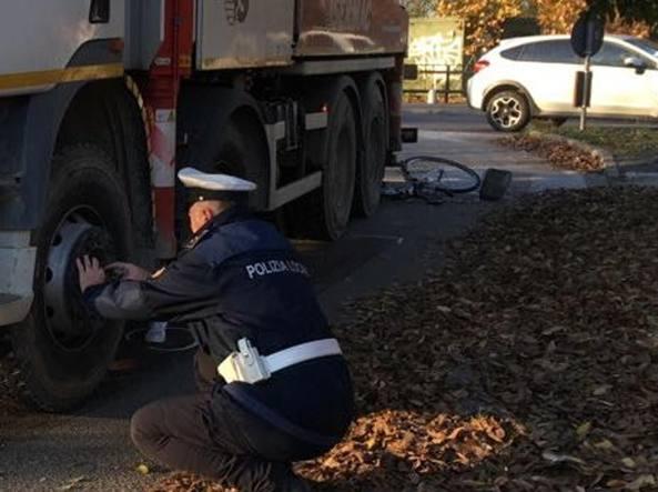 Pavia, ragazza di 15 anni investita da un camion mentre va a scuola ...