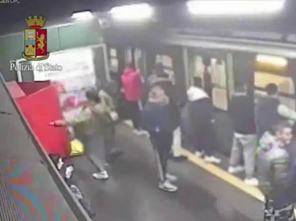 Milano, giovanissimi vandali all\'assalto dell\'ultimo metrò - Corriere.it