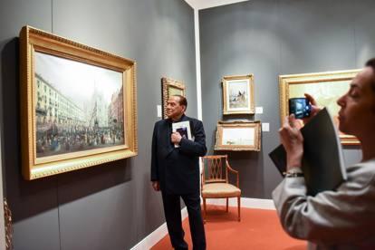 Milano berlusconi e lo show tra gli antiquari folgorato for Antiquari a milano