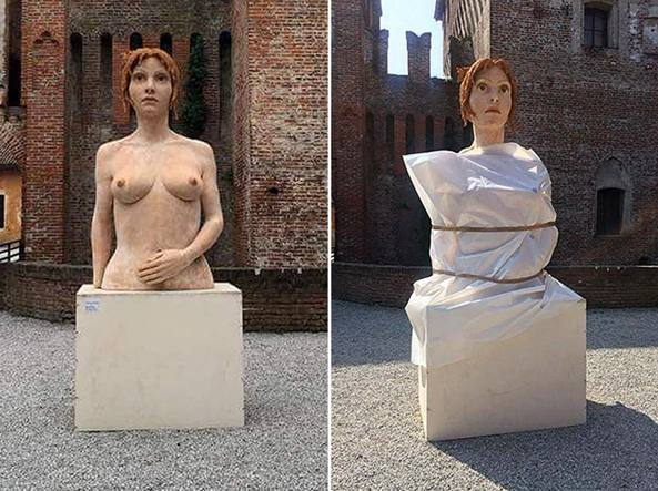 Donne nude in mostra