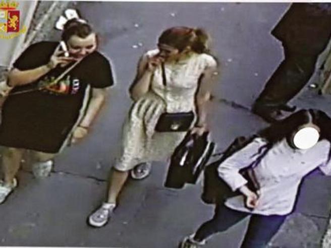 Milano, furto in casa del sindaco Sala: scarcerate due delle tre ladre