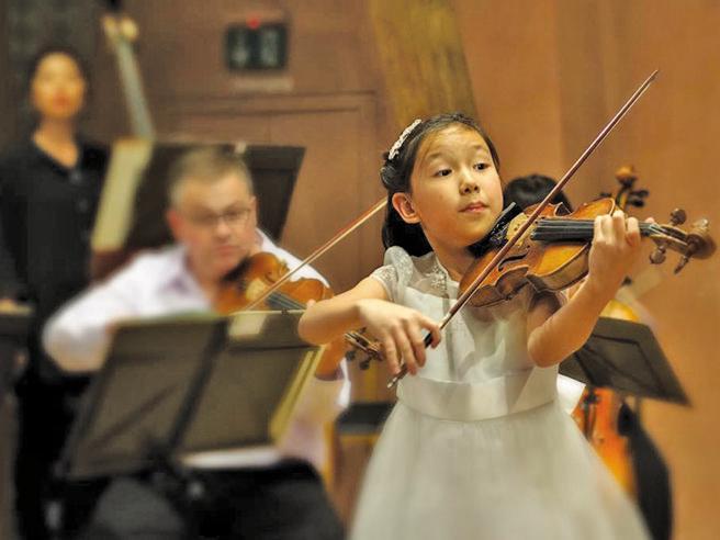 Milano, il violino giocattolo e i palchi del mondo: Leia prodigio a 11 anni