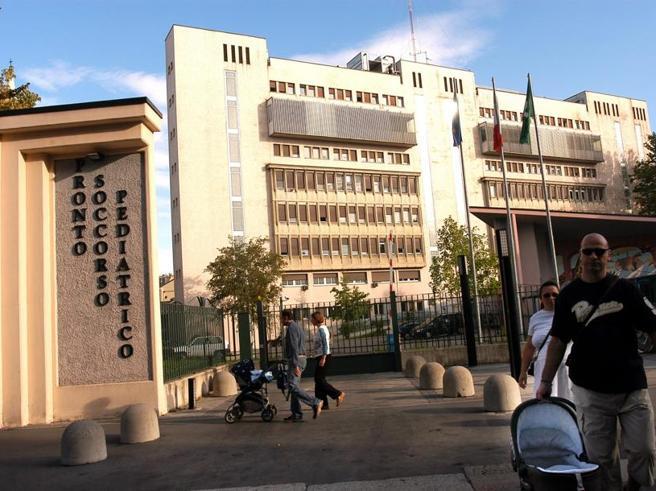 Milano, ingerisce un tappo di un profumo: muore una bimba  di 7 mesi