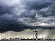 Tempesta di fulmini e forte vento, a Malpensa black out di un'ora
