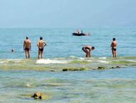 Nudi sulla spiaggia Rocca di Manerba, scattano denunce e multe