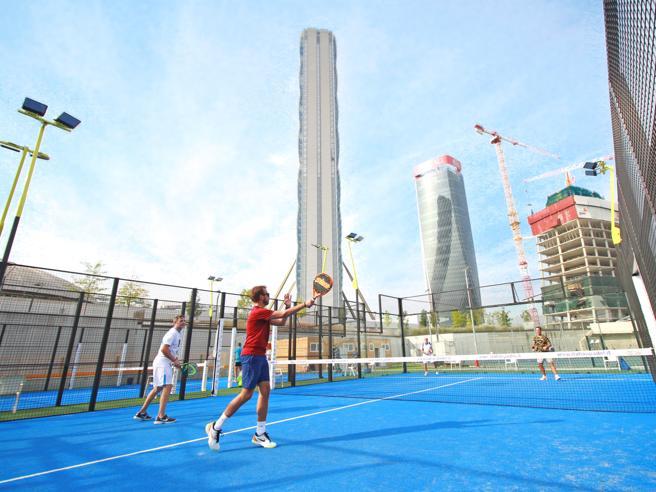 Il padel tennis tra i grattacieli: Albertini apre 4 campi a Citylife