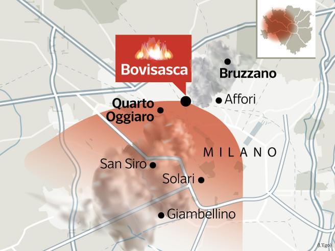 Incendio a Milano, psicosi per la puzza e l'aria irrespirabi
