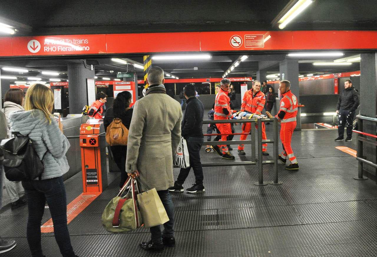 Risultati immagini per milano, incidente metro