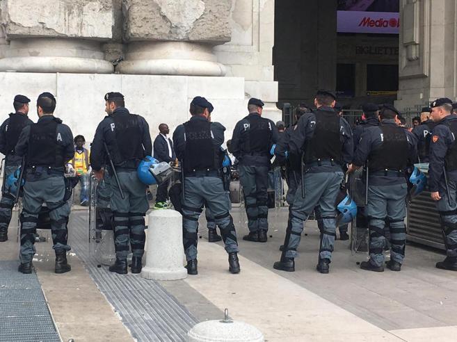 Terrorismo, preso a Milano lupo solitario dell'Isis: arrestato 22enne
