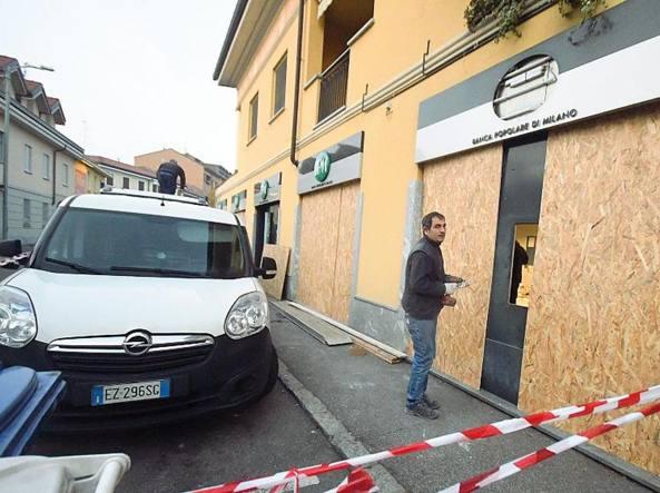 Assalti Con Lesplosivo In Una Notte Svaligiati Otto Sportelli