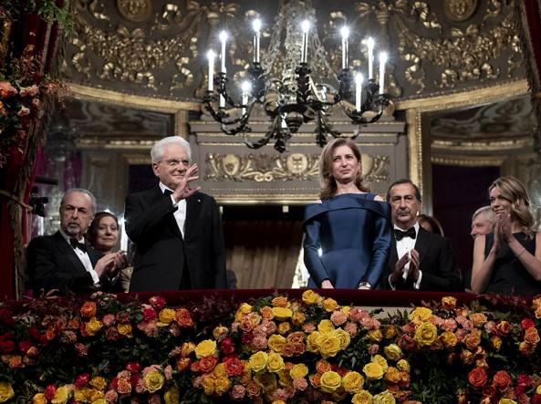 Il palco d'onore della Scala, al centro il presidente Mattarella e la figlia (LaPresse)