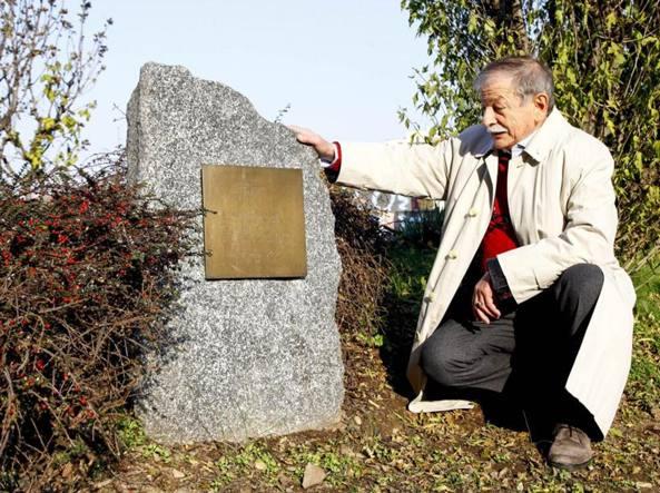 Il cacciatore di targhe, catalogate 1.156 insegne marmoree: «La memoria è un valore da non perdere»