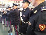 Milano, gli agenti della Polfer aiutanti di Babbo Natale: ritrovano i regali dimenticati sul treno