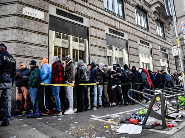 Nike Lab Milano  maxi coda all alba per le sneaker  9517f150421