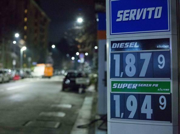 Prezzi benzina a Milano: guerra al rialzo alle pompe - Corriere.it