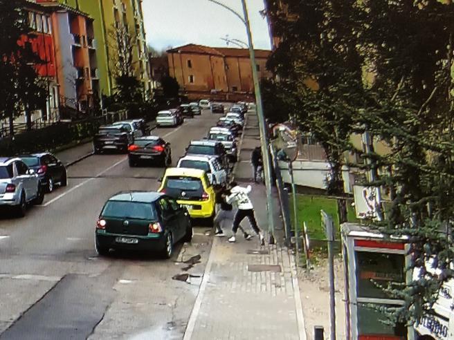 Mantova, maxi rissa in strada per la spartizione delle piazze di ...