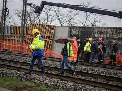 the best attitude 9c437 4f3af La tragedia sul lavoro è accaduta mercoledì mattina allinterno di un  cantiere in via Roma. I lavoratori erano impegnati nella realizzazione di  paratie ...
