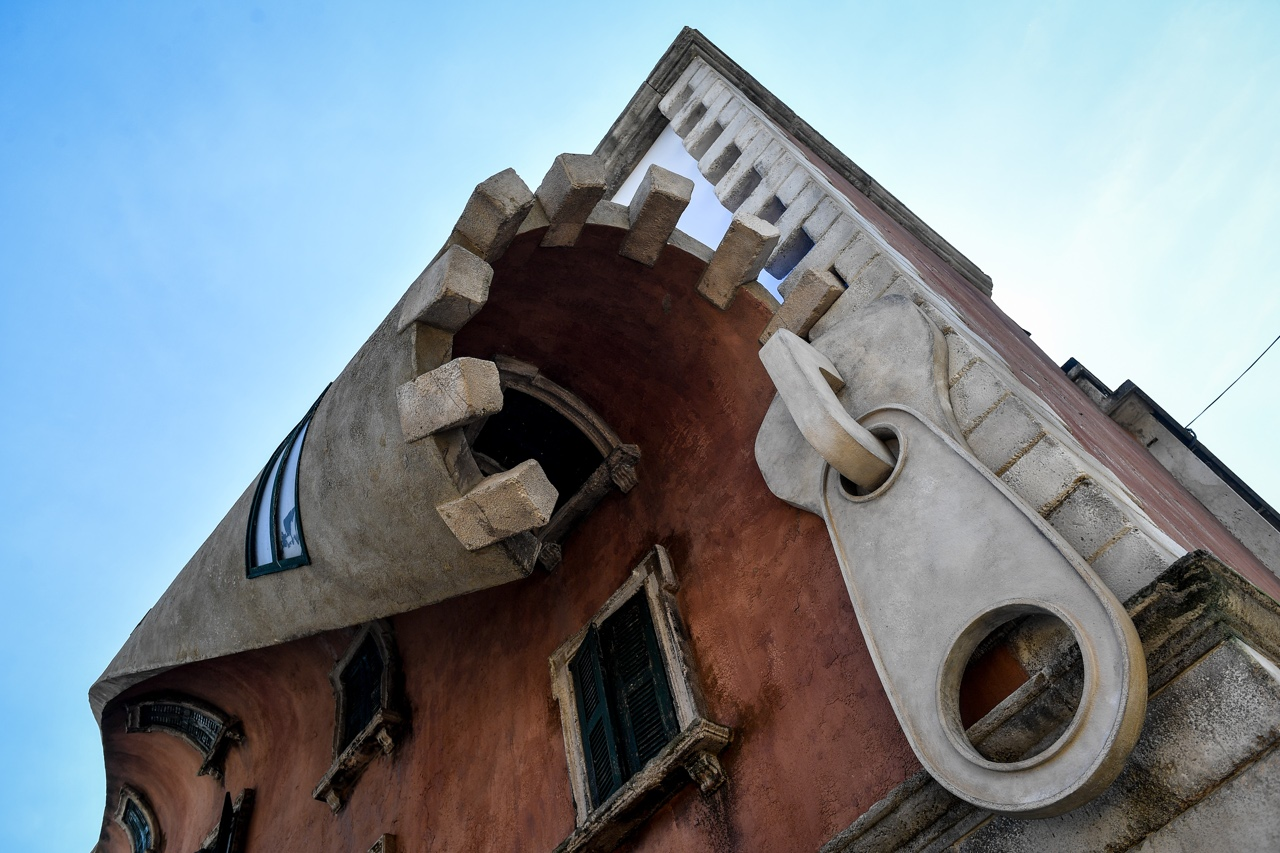 Via tortona il palazzo che si apre con la cerniera ecco di cosa si tratta - Finestra che si apre ...