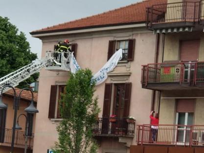 new style 33d9a 49434 La scritta «NON sei il benvenuto» era stata esposta da un cittadino  tolta  su ordine della Questura. Gori e Martina  «Viva la libertà».