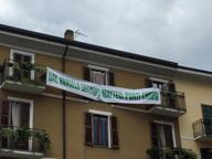 Tolto nella notte lo striscione pro Salvini, «scomunicato» dalla Chiesa