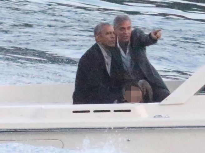 """L'addio degli Obama a Clooney tra fuochi d'artificio """"bio"""" e"""