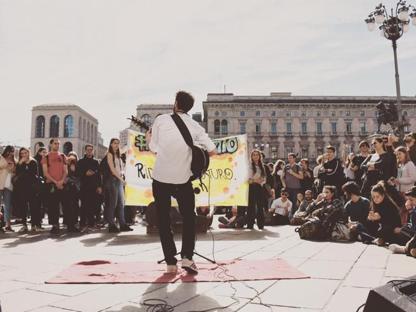d7de7ac44d072f Suonare in strada, un lavoro vero: il fenomeno busker a Milano