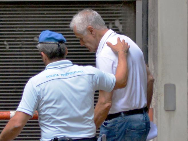 Formigoni lascia il carcere «Ha compreso i suoi errori»Ora