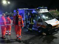 Ambulanza con donna incinta si scontra con un'auto, tre feriti