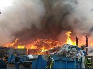 Bonifiche dopo il rogo dei rifiuti «Ombre sulla ditta incaricata»
