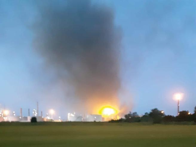 Esplosione nella raffineria Eni di Sannazzaro de' Burgondi,