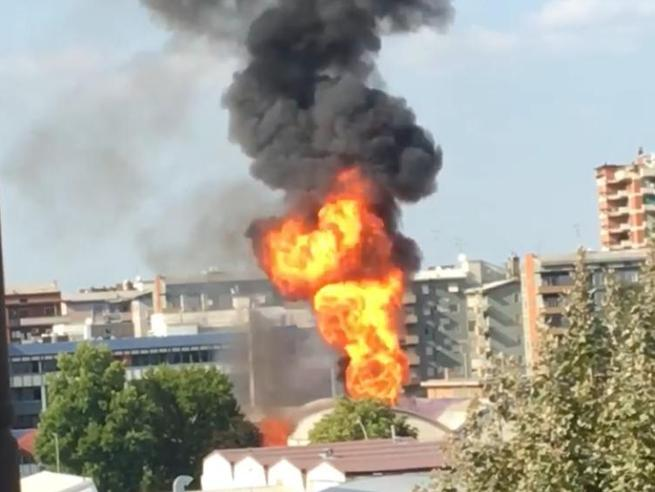 Esplosione  in un'azienda di cannabis light a Trezzano sul Naviglio: tre operai    feriti Live