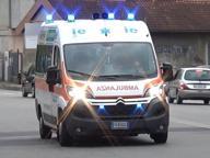 Travolto da auto mentre attraversa la strada, grave bambino di 3 anni